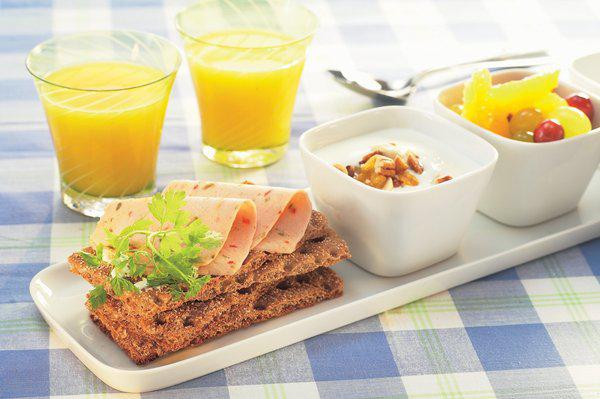 Tránh ăn đưa vào cơ thể lượng thức ăn quá nhiều cùng một lúc