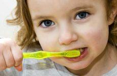 Cách chăm sóc răng miệng cho bé đúng cách