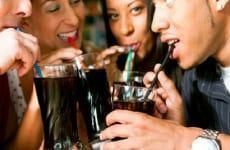 Uống nước ngọt nhiều tác động đến sức khỏe như thế nào?