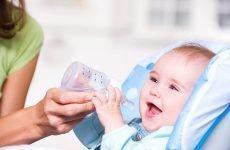 Có nên cho trẻ sơ sinh uống nước không? Cho trẻ uống nước từ khi nào?