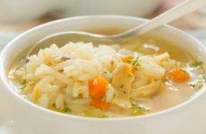 Ăn cơm chan canh có phải là thói quen gây ra bệnh đau dạ dày?