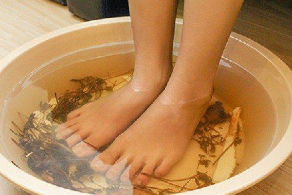 Cách ngâm chân thảo dược tăng cường đề kháng cho trẻ