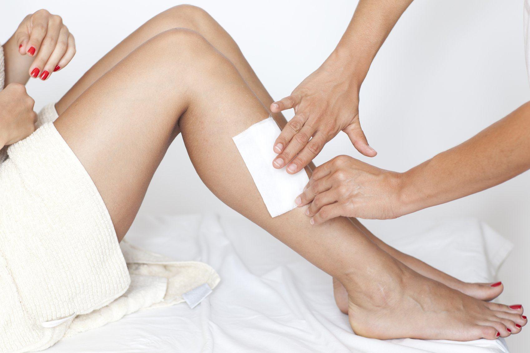 Cách wax lông nách bằng sáp nóng hiệu quả - kinh nghiệm từ spa