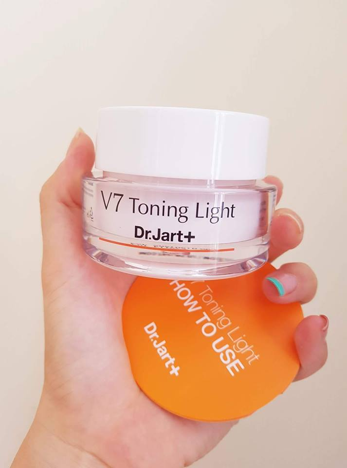 Kem dưỡng trắng tái tạo da V7 Toning Light có tốt không?