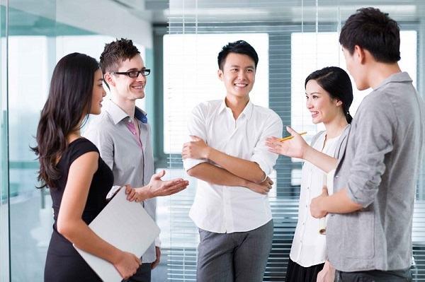 Không nên nghe điện thoại khi đang trong một cuộc họp quan trọng.