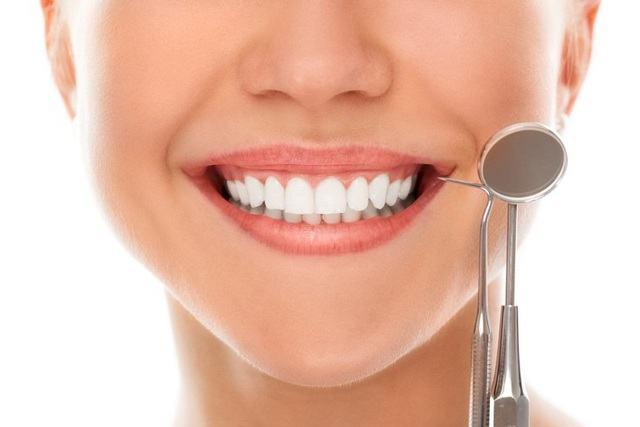 tuổi thọ của bọc răng sứ và dán sứ Veneer
