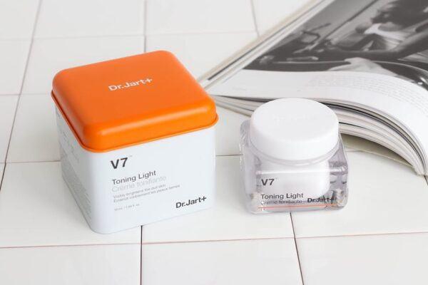 Kem dưỡng trắng da V7
